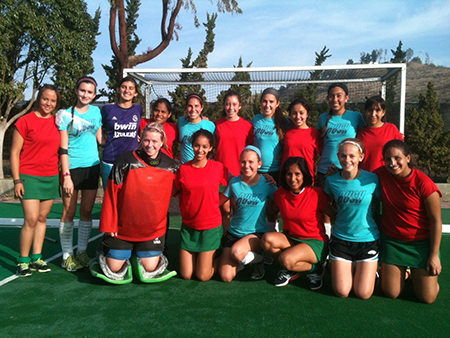 Junior and Sophomore RUSH team (blue) with Mexico National U18 Hockey 5 Team (red)